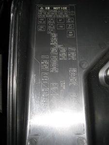 Menganalisa dan mengganti sekring kelistrikan Toyota Camry