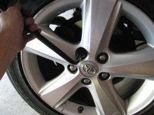 Mengganti brake pads rem belakang Toyota Camry