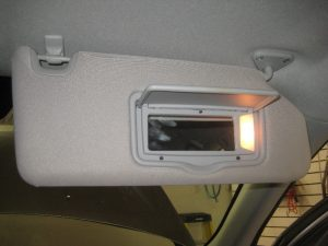 Mengganti Bola Lampu Cermin Mitsubishi Outlander