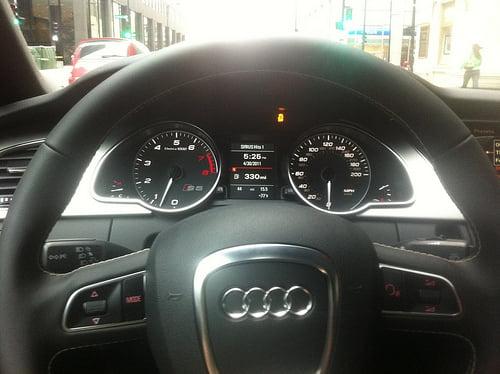 Tanda Mobil Harus Ganti Oli Odometer Car photo