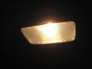 Mengganti Bola Lampu Kabin Tengah Mitsubishi Outlander