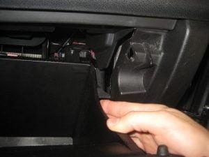 Cara Mengganti Saringan Udara Ruang Kabin Mitsubishi Outlander