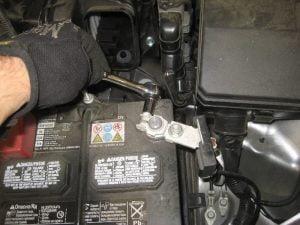 Mengganti Baterai Mesin Mitsubishi Outlander