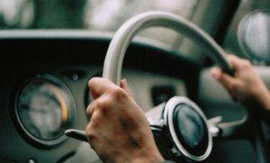 Mobil Bergetar Saat di Gas