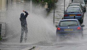 Tips Mengemudi saat Hujan