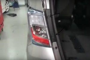 Mengganti Lampu Belakang Honda Freed