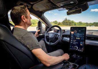 Pesaing Ford Autopilot dan Super Cruise, Siapa?