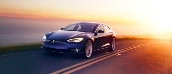Tesla Model S vs Kia Niro